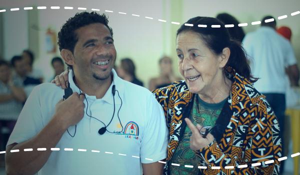 Educador Gígio e Tia Dag durante Campeonato de Capoeira promovido pela Casa do Zezinho
